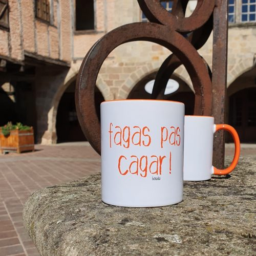 "Tasse bicolore boudu ""fagas pas cagar"""