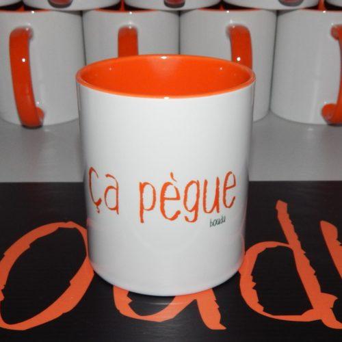 "Tasse boudu bicolore ""ça pègue"""
