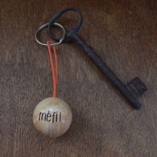 """Porte-clés boudu cochonnet """"mèfi"""""""