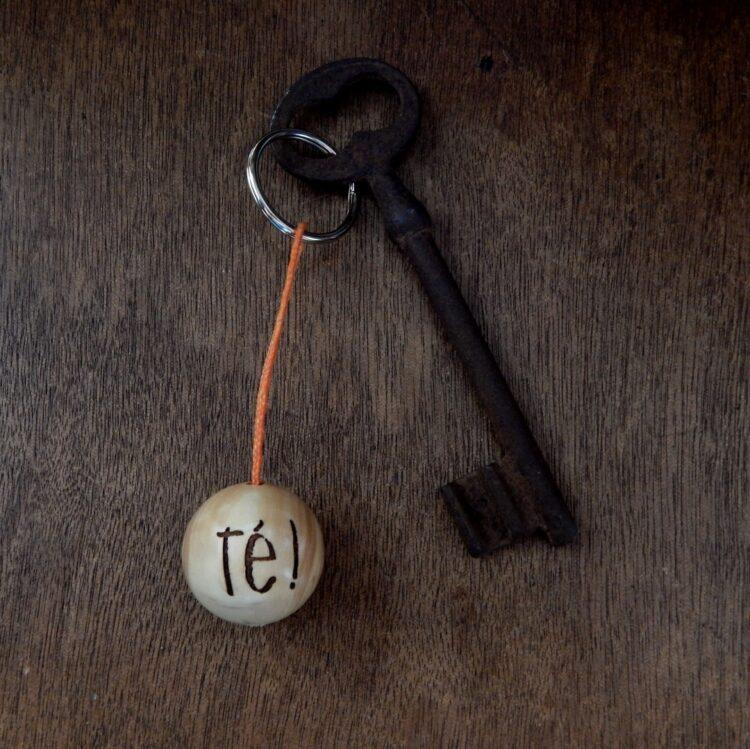 """Porte-clés boudu cochonnet """"té !"""""""